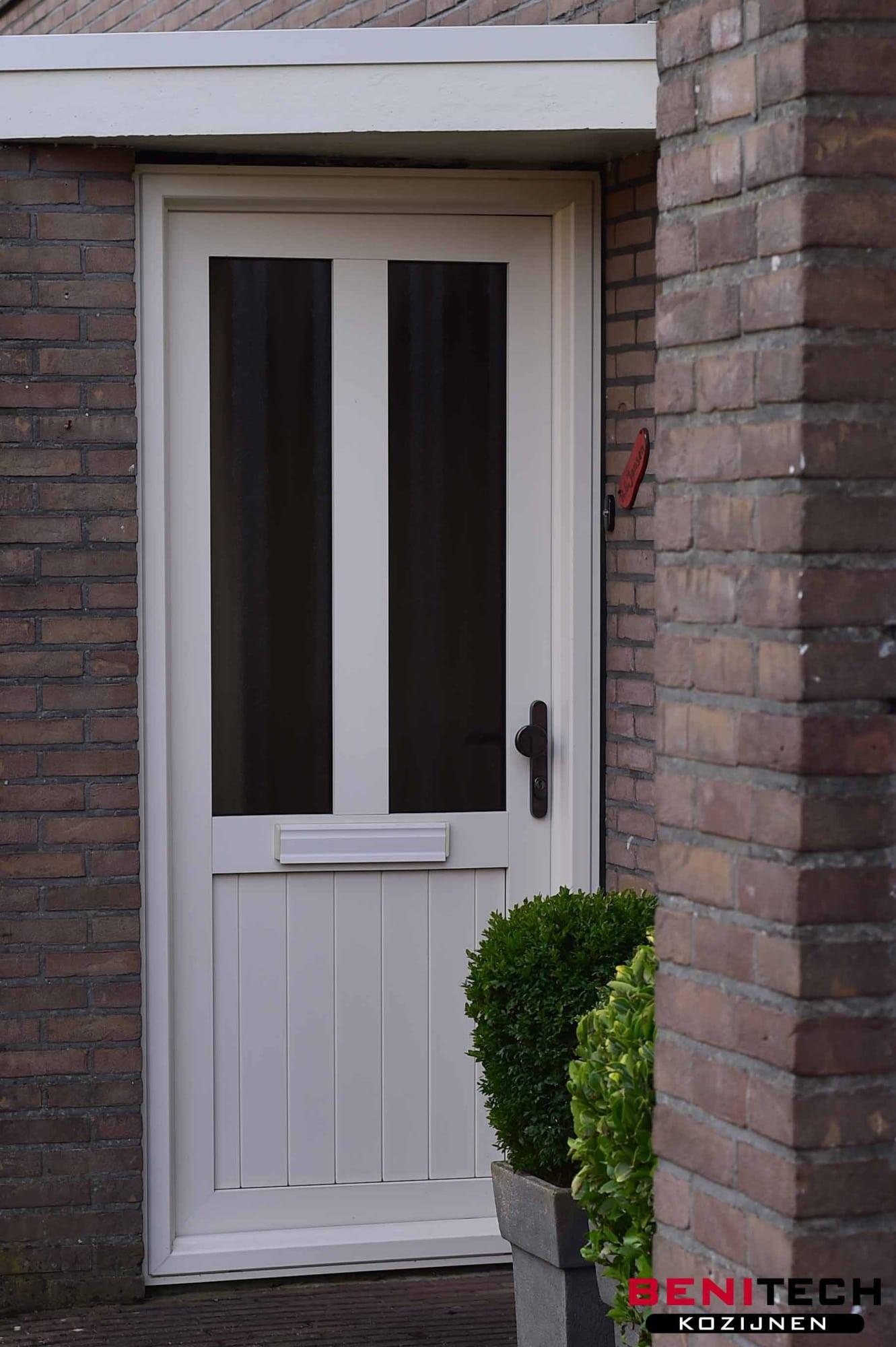 Kunststof voordeur ontwerp uw eigen deur kies uit meer for Witte kunstof eetkamerstoelen